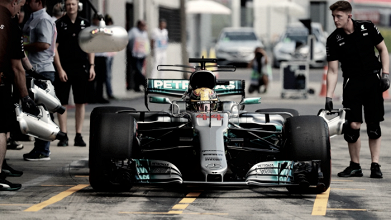 Hamilton domina sexta-feira na Áustria e lidera segundo treino livre