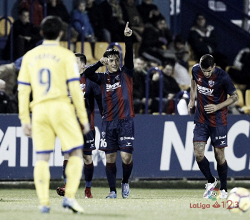 El Huesca sigue líder tras un empate con el Alcorcón
