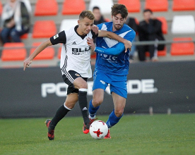 Valencia Mestalla y Badalona se abonan al empate en el Antonio Puchades