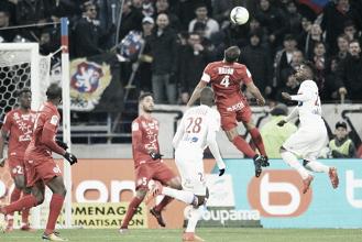Em jogo de poucas ideias, Lyon empata com Montpellier e perde chance de encostar no Monaco