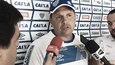 """Claudinei lamenta empate, mas comemora evolução: """"Estou satisfeito com o rendimento"""""""