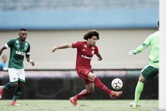 Internacional vence Goiás em jogo polêmico e se mantém vivo na luta pelo título