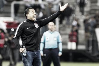 """Jair celebra vitória do Corinthians e descarta poupar jogadores no Brasileiro: """"Vamos com força total"""""""