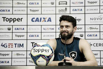 Apesar da vantagem contra Nacional, João Paulo pede para Botafogo manter foco