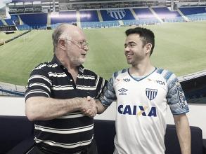 Campeão brasileiro pelo Flamengo em 2009, experiente meia Juan é contratado pelo Avaí