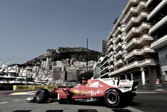 Kimi Räikkönen da la sorpresa ante un Hamilton estrellado