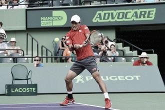 Kei Nishikori in azione contro Kevin Anderson. Fonte: MiamiOpen/Twitter