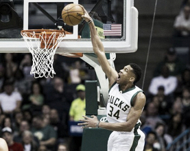 Milwaukee Bucks defeat New York Knicks 104-93, win season series