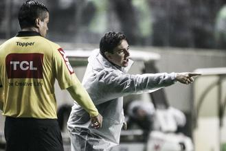 """Thiago Larghi admite desatenção do Atlético-MG no gol do Inter: """"A gente já viu, reviu e treinou"""""""