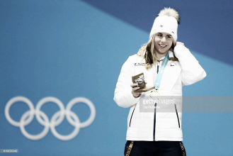 Pyeongchang 2018: Ester Ledecká wins Super-G gold in historic Olympic upset