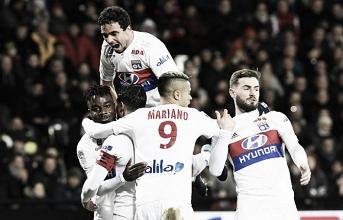 Com boa atuação coletiva, Lyon derrota Guingamp e assume vice-liderança da Ligue 1