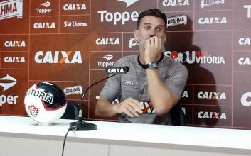 """Mancini aponta motivação do Vitória contra degola: """"Essa dívida não é nossa"""""""