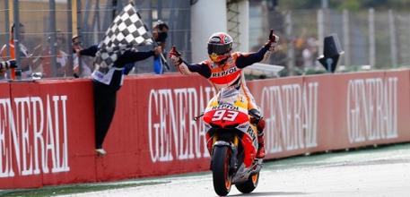 MotoGP - In Australia vince Marquez e allunga nel Mondiale: secondo Rossi