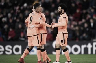 Firmino e Salah brilham, Liverpool derrota Southampton e encosta na vice-liderança