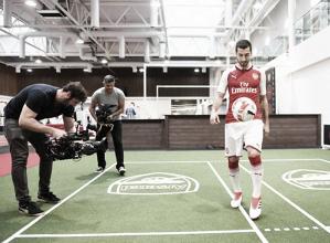 Mkhitaryan destaca polivalência e diz que ida ao Arsenal é um 'sonho tornando-se realidade'