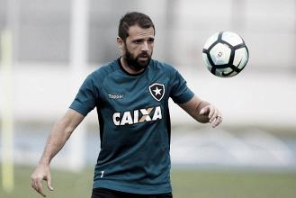 Após dois meses afastado por lesão, Montillo é relacionado para partida diante do Santos