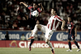 Los Rayos no ven la luz jugando en casa contra Chivas