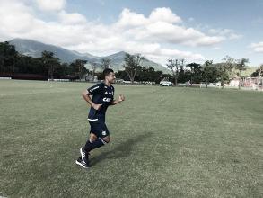 Após fim de luta contra tumor no testículo, Ederson se reapresenta no CT do Flamengo