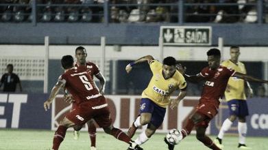 Com um a menos, Vila Nova vence Paysandu fora de casa e assume vice-liderança da Série B