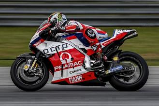 Danilo Petrucci in sella alla Ducati GP15
