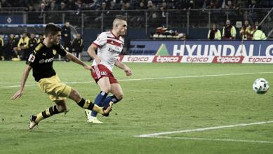 Borussia Dortmund passa fácil pelo Hamburgo e se mantém no topo da Bundesliga