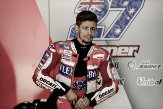 Casey Stoner rueda con Ducati en Cheste