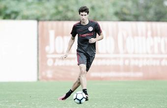 """Rodrigo Dourado defende grupo do Inter após empate em jogo-treino: """"O momento é diferente"""""""
