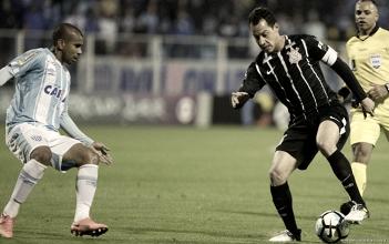 """Voltando de suspensão, Rodriguinho lamenta empate na Ressacada: """"Bola não entrou"""""""