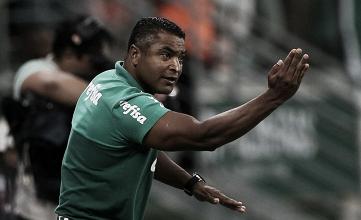 Roger Machado avalia expulsão como decisiva para vitória do Palmeiras na Colômbia