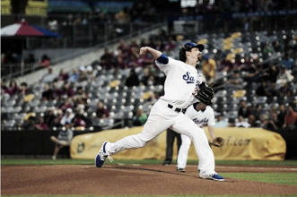 St. Paul Saints defeat Sioux Falls Canaries, Rob Coe becomes all-time winningest pitcher in franchise history