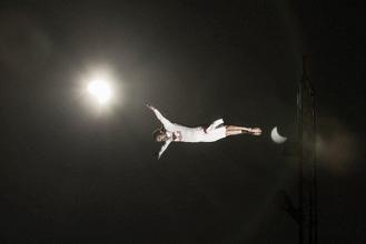 Saltos de altura bajo la magia del eclipse solar