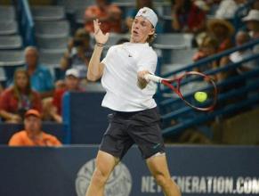 ATP Tokyo: fantastico Shapovalov, bene Medvedev