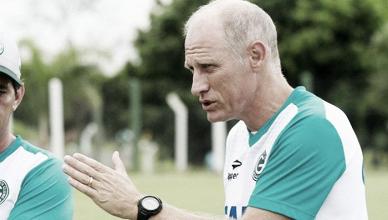"""Sílvio Criciúma enaltece grupo do Goiás após vitória sobre Flu: """"Temos jogadores importantes"""""""