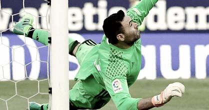 Sirigu se convierte en el tercer portero rojillo que para dos penaltis en un partido