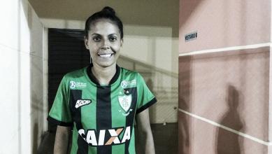 "Artilheira do América-MG no Brasileiro, Tábata marca de novo, mas lamenta empate: ""Vacilamos"""