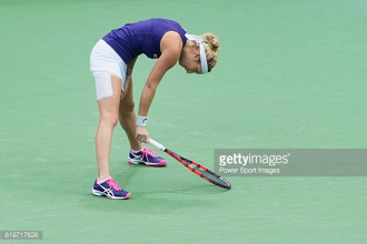 Fed Cup: Timea Bacsinszky defeats Alize Cornet to put Switzerland in front