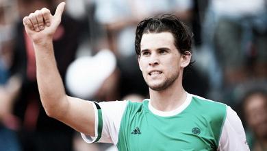 Thiem arrasa atual campeão Djokovic e desafia Nadal nas semis de Roland Garros