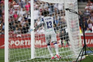 Ochoa, el portero más goleado en una Liga de Primera