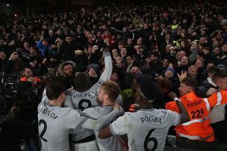 Lo United festeggia sotto la curva / Manchester United Twitter
