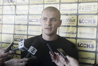 Zagueiro Raphael Silva fará trabalho específico para voltar ao Criciúma contra Vila Nova