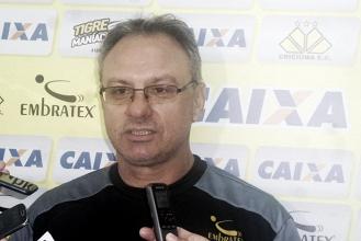 Apesar de invicto, técnico Beto Campos reconhece que ainda não encontrou Criciúma ideal