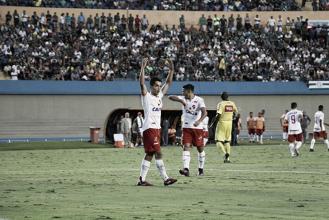 Alan Mineiro faz dois, Vila Nova vence Goiás e se aproxima do topo em clássico manchado por pancadaria