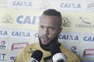 """Paulinho pede voto de confiança ao Criciúma após perda na estreia: """"Cedo para julgar nosso grupo"""""""