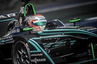 """""""Tivemos dificuldades com o carro"""", lamenta Nelsinho Piquet sobre etapa da Fórmula E no Uruguai"""