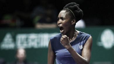 Venus surpreende, elimina Muguruza e vai às semis do WTA Finals