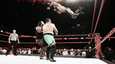 La tensión aumenta entre Roman Reigns y Seth Rollins