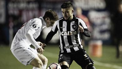 Botafogo bate Nacional-URU em Montevidéu e garante boa vantagem na Libertadores