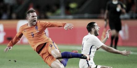 Holanda perde de virada para Grécia e chega à quinta derrota seguida em casa