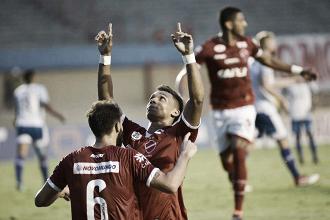 Vila Nova marca na reta final e derrota Avaí na arrancada da Série B