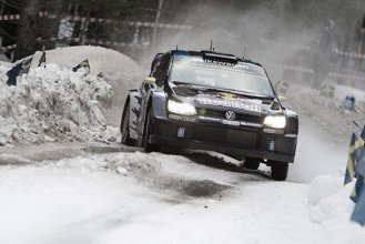 Andreas Mikkelsen lidera en un día lleno de incidentes